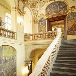 Décor pour votre tournage : le grand escalier au Capitole