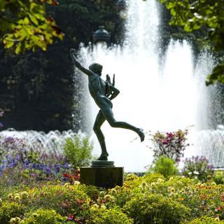 Décor pour votre tournage : fontaine et statue au jardin du Grand Rond