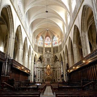 Décor pour votre tournage : la nef gothique de la cathédrale Saint-Étienne