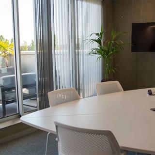 Décor pour votre tournage : salle de réunion, bureaux