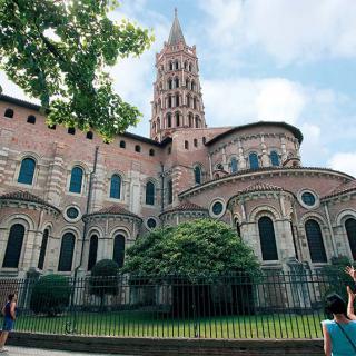 Décor pour votre tournage : la basilique romane Saint-Sernin