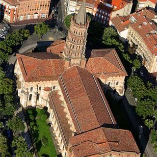 Décor pour votre tournage : la basilique Saint-Sernin, vue aérienne