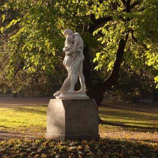 Décor pour votre tournage : statue au jardin des Plantes à Toulouse