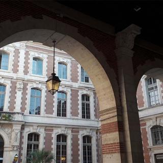 Décor pour votre tournage : la cour intérieure du Capitole