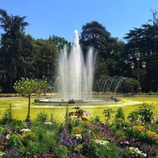 Décor pour votre tournage : la fontaine du jardin du Grand Rond