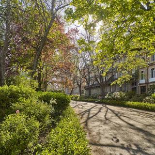 Décor pour votre tournage : le jardin Royal en pleine ville