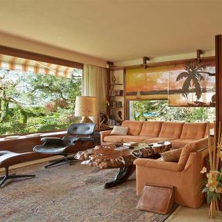 Décor pour votre tournage : une villa à l'architecture style américain