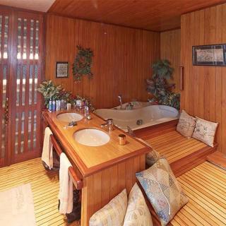 Décor pour votre tournage : une villa atypique, la salle de bain