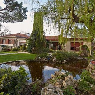 Décor pour votre tournage : une villa atypique style américain