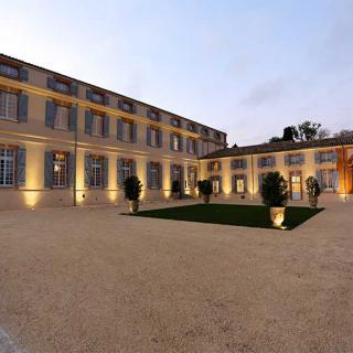 Décor tournage : le château de Drudas maison d'exception du 18ème, cour