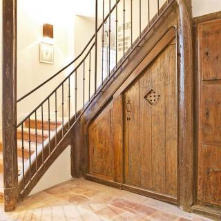 Décor tournage : le château de Drudas maison d'exception, escalier