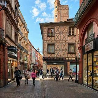 Décor tournage : la rue Saint-Rome à Toulouse, esprit médiéval