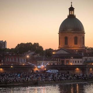 Décor pour votre tournage : le port Viguerie en bord de Garonne à Toulouse