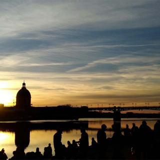 Décor pour votre tournage : le quai de la Daurade, coucher de soleil sur les bords de Garonne