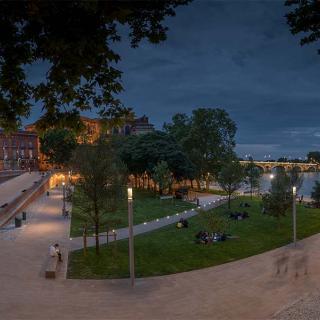 Décor pour votre tournage : les bords de Garonne la nuit, la Daurade