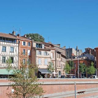 Décor pour votre tournage : les façades anciennes quai de la Daurade