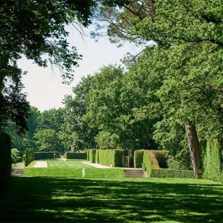 Décor pour votre tournage : le parc labyrinthe du château de Merville