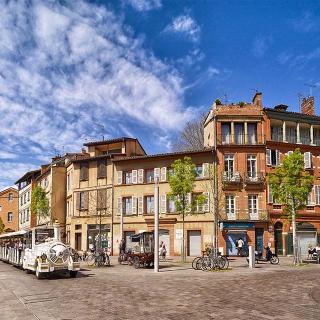 Décor pour votre tournage : la place de la Daurade à Toulouse