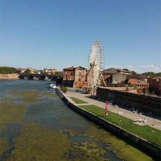 Décor pour votre tournage : vue sur la Garonne et le port Viguerie
