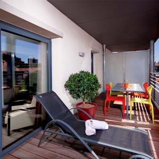 Décor tournage : balcon terrasse de l'Appart-Hotel Clément Ader