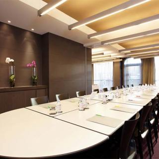 Décor pour votre tournage : grande salle de réunion au Citiz Hôtel
