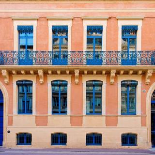 Décor tournage : façade du Privilège Appart-Hotel Clément Ader