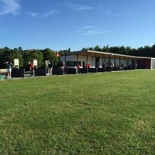 Décor pour votre tournage : golf training center, vue est