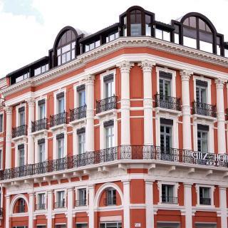 Décor pour votre tournage : la façade du Citiz hôtel en plein centre