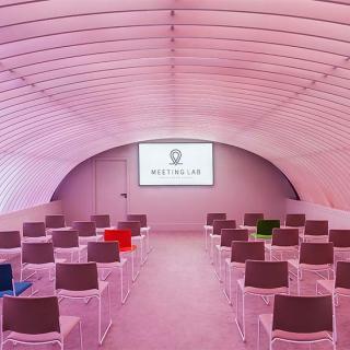 Décor pour votre tournage : salle de réunion futuriste, Meeting Lab