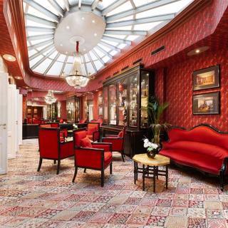 Décor pour votre tournage : salon avec verrière du Grand Hôtel de l'Opéra