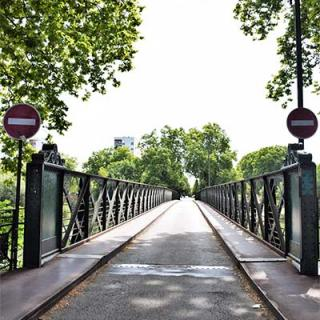 Décor pour votre tournage : passerelle de la Poudrerie à Toulouse