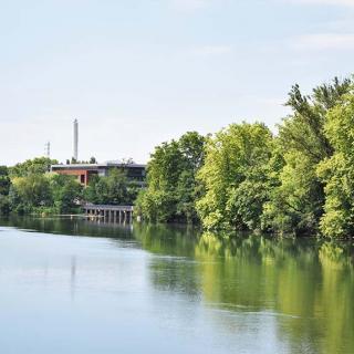 Décor pour votre tournage : passerelle de la Poudrerie sur la Garonne