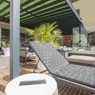 Décor pour votre tournage : terrasse piscine de l'hôtel Mercure Saint-Georges