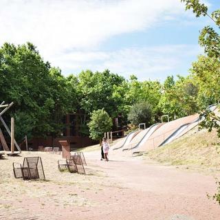 Décor pour votre tournage : toboggans du jardin Niel à Toulouse