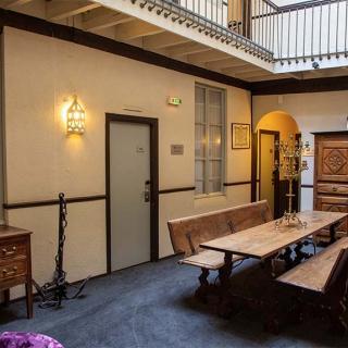 Décor pour votre tournage : patio Grand Hôtel d'Orléans