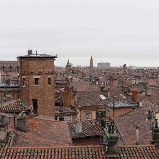Décor pour votre tournage : la terrasse de 15 m2avec vue panoramique sur les toits de Toulouse