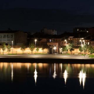 Décor pour votre tournage : le port Viguerie la nuit