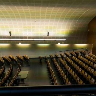 Décor pour votre tournage : intérieur auditorium du centre hospitalier Gérard Marchant