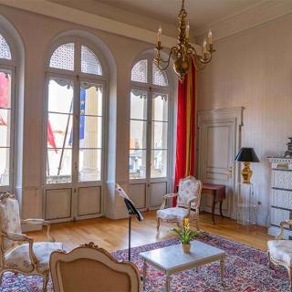 Décor pour votre tournage : le Salon Blanc du Palais Niel