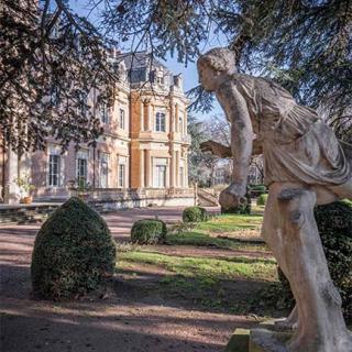Décor pour votre tournage : le parc arboré du Palais Niel