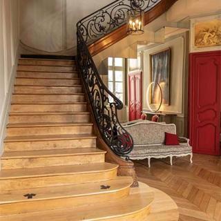 Décor pour votre tournage : escalier d'honneur
