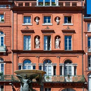 Décor pour votre tournage : façade italienne place de la Trinité