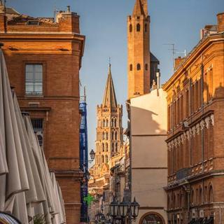 Décor pour votre tournage : vue de la rue du Taur depuis le Capitole