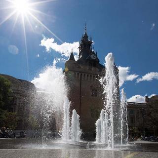 Décor pour votre tournage : le Donjon du Capitole et la fontaine square Charles de Gaulle