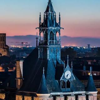 Décor pour votre tournage : magnifique beffroi du Donjon du Capitole