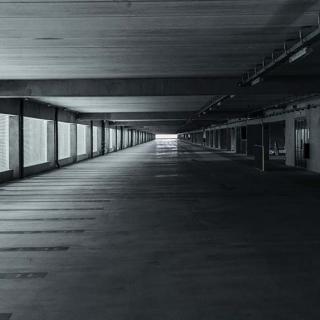 Décor pour votre tournage : grand parking au MEETT