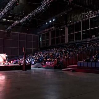 Décor pour votre tournage : grande salle de convention au MEETT