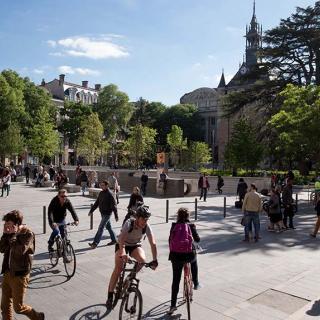 Décor pour votre tournage : esplanade et Donjon du Capitole
