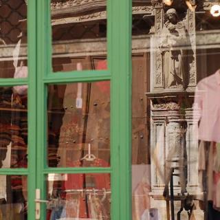 Décor pour votre tournage : vitrine du quartier de la Dalbade à Toulouse