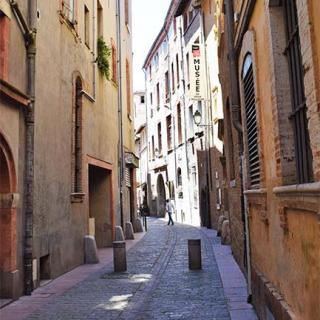 Décor pour votre tournage : la rue du May à Toulouse